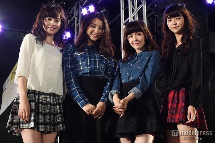 ステージに登場した新「non‐no」モデル/(左から)久慈暁子、高田里穂、遠藤新菜、鈴木優華
