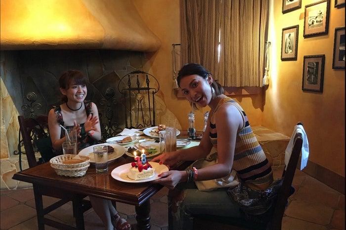 大島優子&秋元才加、大阪で2人旅 貴重なパジャマ姿や日記も初公開/画像提供:TBS