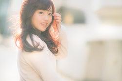 いつも笑顔でいた女性は忘れられない/Photo by ぱくたそ