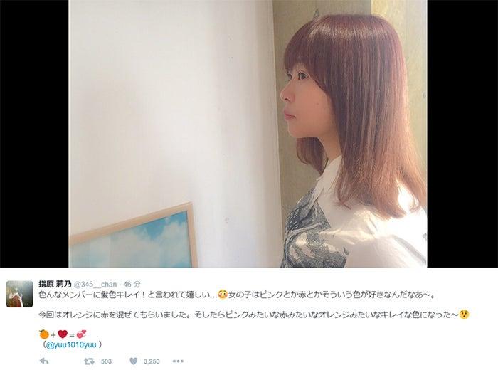 """指原莉乃、""""オレンジ+赤""""の絶妙カラーにチェンジ/Twitterより"""