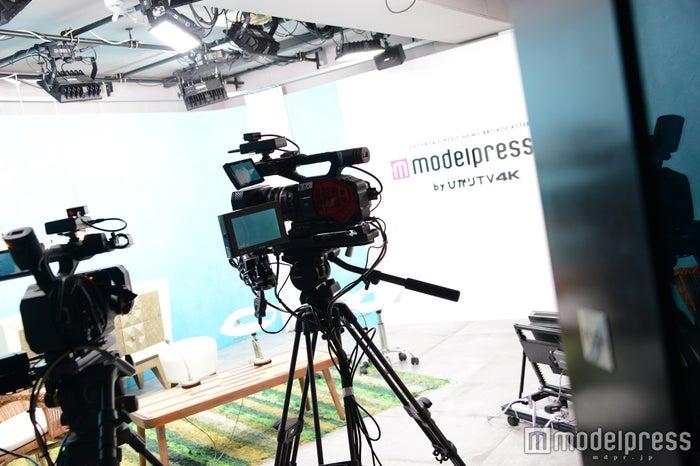 「モデルプレスTV by ひかりTV 4K」スタジオ(C)モデルプレス