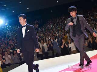 木村拓哉&二宮和也、サプライズ登場に観客沸く「この場にいる全員に感謝を伝えたい」<検察側の罪人>