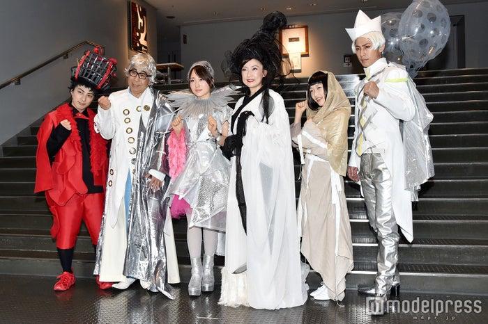 (左から)米原幸佑、木根尚登、高橋朱里、一路真輝、久保田未夢、小笠原健(C)モデルプレス