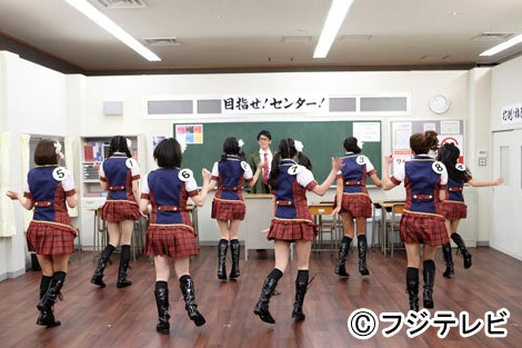 """""""ニセAKB""""出現!40歳以上の芸能人がAKB48に混じる/「爆笑!大日本アカン警察」より"""