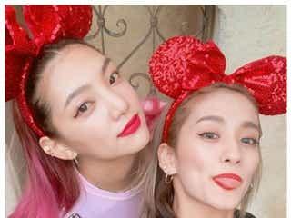 E-girls須田アンナ&YURINO、双子コーデに「真似したい」「おしゃれ可愛い」と反響