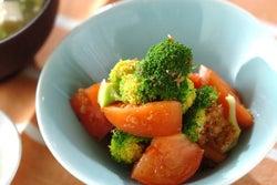 時間がないときのスピード副菜! 「ブロッコリーとトマトのおかか和え」