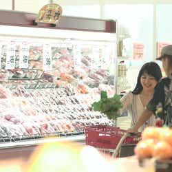 買い出しに行く優衣と海斗「TERRACE HOUSE OPENING NEW DOORS」35th WEEK(C)フジテレビ/イースト・エンタテインメント