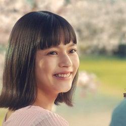 """てりたまCM""""桜の精""""演じる美女は誰?透明感に釘付け"""