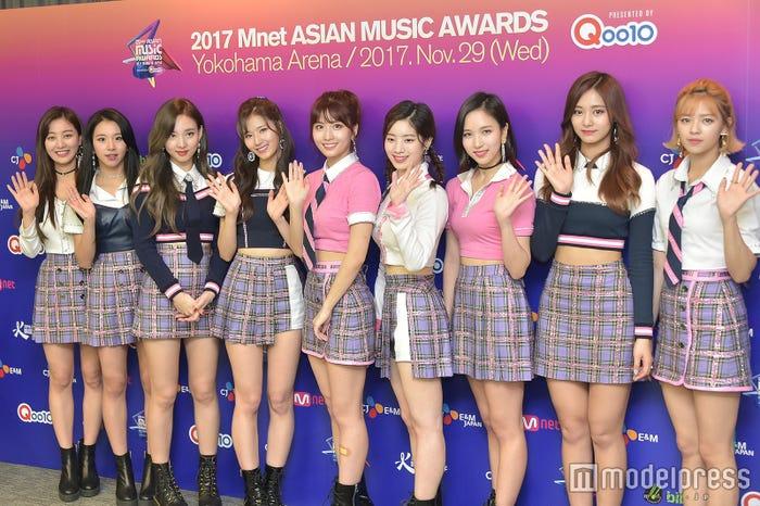 TWICE/左から:ジヒョ、チェヨン、ナヨン、サナ、モモ、ダヒョン、ミナ、ツウィ、ジョンヨン(C)モデルプレス