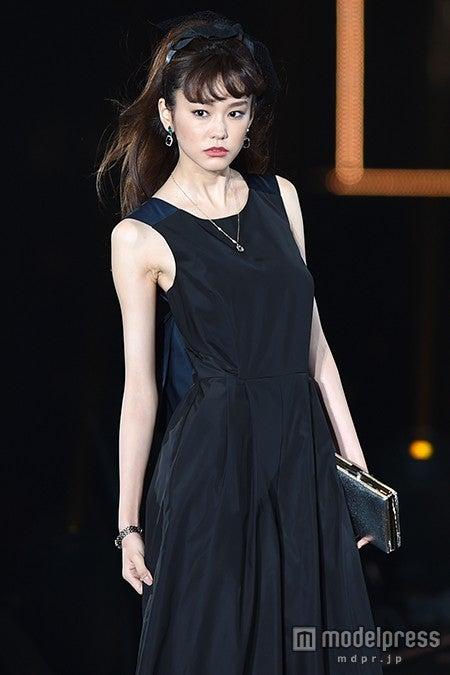 桐谷美玲の登場に会場熱狂 上品なレディスタイルで魅了<TGC2015A/W>【モデルプレス】
