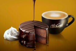 マックカフェ、冬限定「ザッハトルテ」登場 チョコの深い味わいを楽しむ贅沢ケーキ