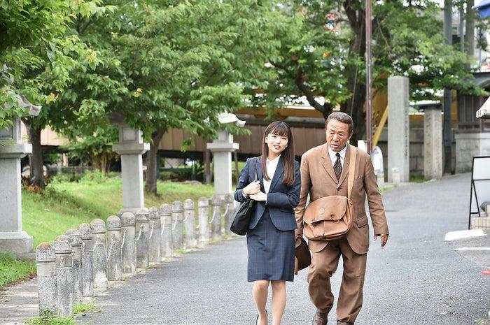 久田莉子(左)/TBS月曜名作劇場「税務調査官 窓際太郎の事件簿34」(C)TBS