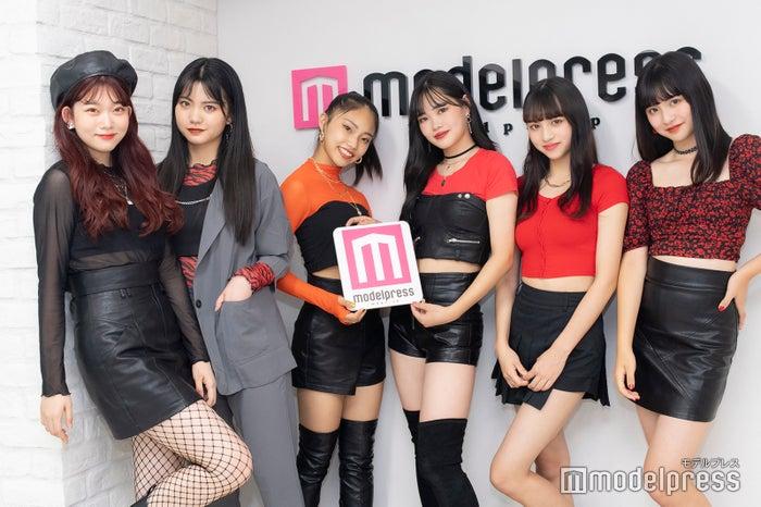 左から:TARU、YUA、RICOPA、YUME、MICHU、AMU (C)モデルプレス