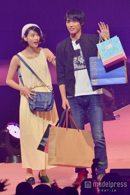 「Seventeen 夏の学園祭2013」に出演した橋本愛(左)と福士蒼汰(右)
