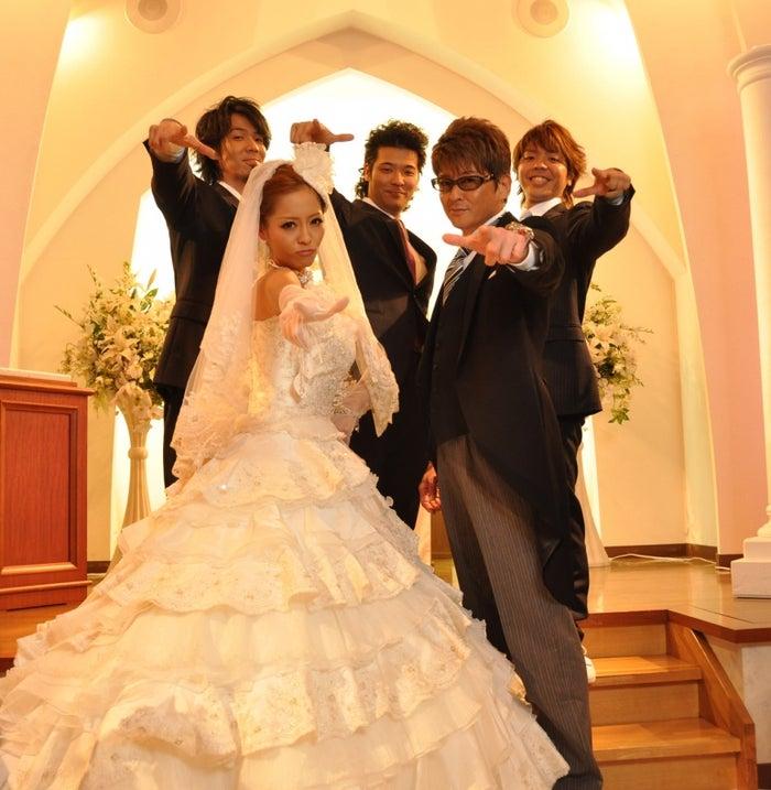 小森純/逗子三兄弟の楽曲「純白の花嫁」PVより