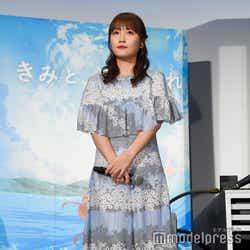 アニメーション映画「きみと、波にのれたら」の完成披露舞台挨拶に登壇した川栄李奈(C)モデルプレス