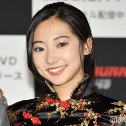 武田玲奈、SEXYミニスカチャイナドレスで登場 ハリウッド目指し宣言