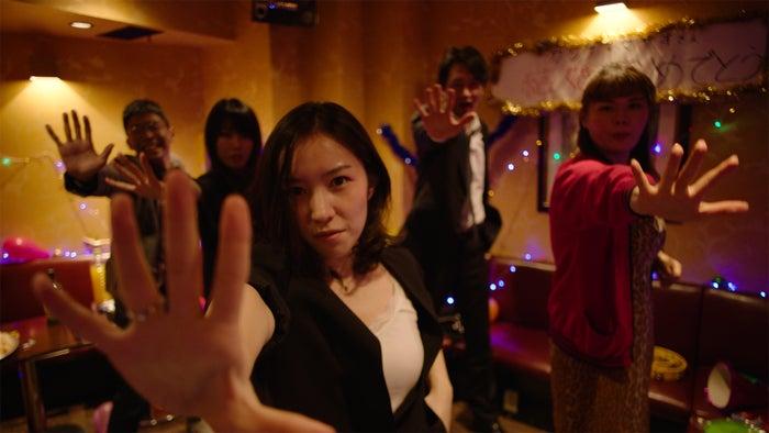 「疑惑とダンス」より (提供写真)