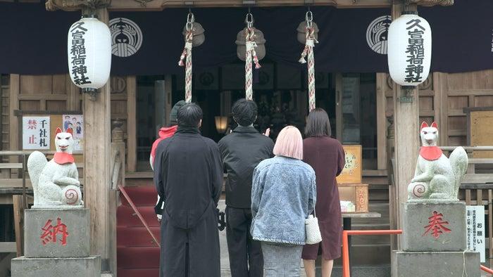 初詣をするメンバー「TERRACE HOUSE TOKYO 2019-2020」36th WEEK(C)フジテレビ/イースト・エンタテインメント