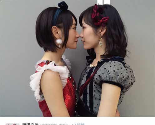 "AKB48渡辺麻友&乃木坂46生駒里奈の""密着""2ショットに反響"