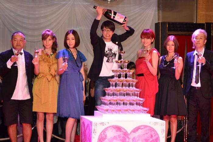 (左から)大根仁監督、仲里依紗、麻生久美子、森山未來、長澤まさみ、真木よう子、リリー・フランキー