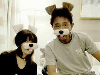 ダウンタウン浜田雅功、仲良し夫婦ショットが「アプリじゃない!」と話題