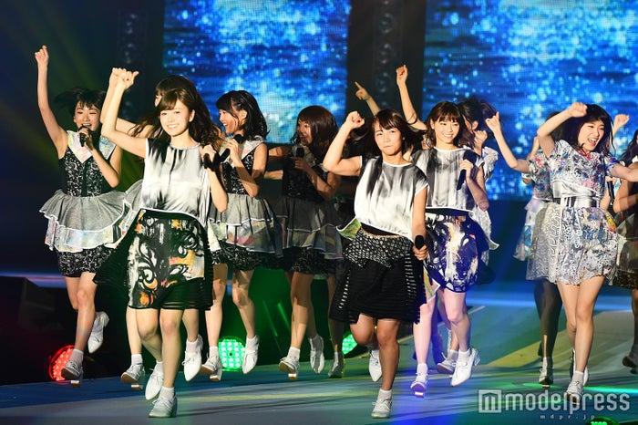 乃木坂46のライブパフォーマンスに会場熱狂 「制服のマネキン」「ガールズルール」などヒット曲披露<GirlsAward 2016 S/S>(C)モデルプレス