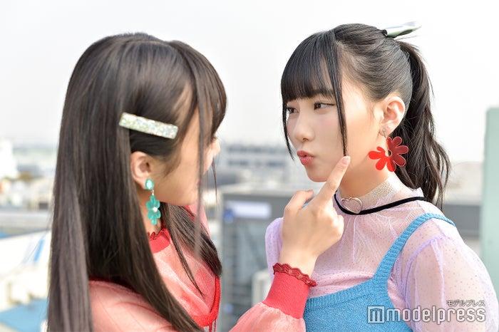 自然とじゃれ合ってくれる2人/矢吹奈子&田中美久 (C)モデルプレス