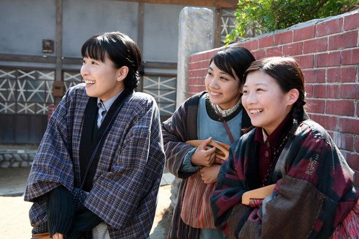 土村芳、松本穂香、伊藤沙莉/「この世界の片隅に」第5話より(C)TBS