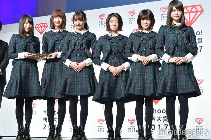 欅坂46(左から)菅井友香、土生瑞穂、小林由依、鈴本美愉、尾関梨香、石森虹花(C)モデルプレス