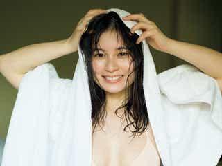 大久保桜子、話題のベビーフェイス×大胆ボディで魅了