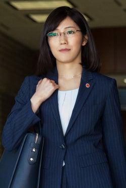 渡辺麻友、AKB48卒業後初ドラマ決定 スーツ×メガネの役柄明らかに<がん消滅の罠>