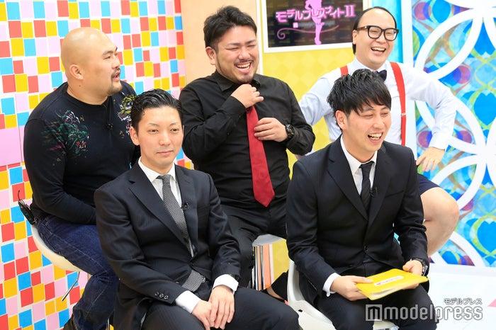 (前列左から)嶋佐和也、屋敷裕政(後列左から)坂井良多、金ちゃん、たかし (C)モデルプレス