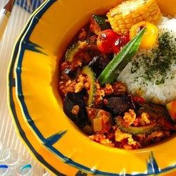 ランチ、ディナー、おもてなしにも! 「夏野菜のキーマカレー」レシピ