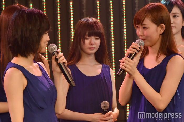 (左から)山本彩、渡辺美優紀(C)モデルプレス