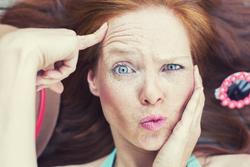 気をつけるべきは3箇所!「老け顔」を防ぐための顔パーツ