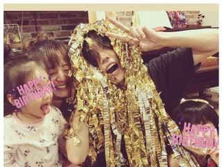 西山茉希、夫・早乙女太一の誕生日をキスで祝福 島袋寛子&早乙女友貴夫妻も登場の賑やか家族ショット公開