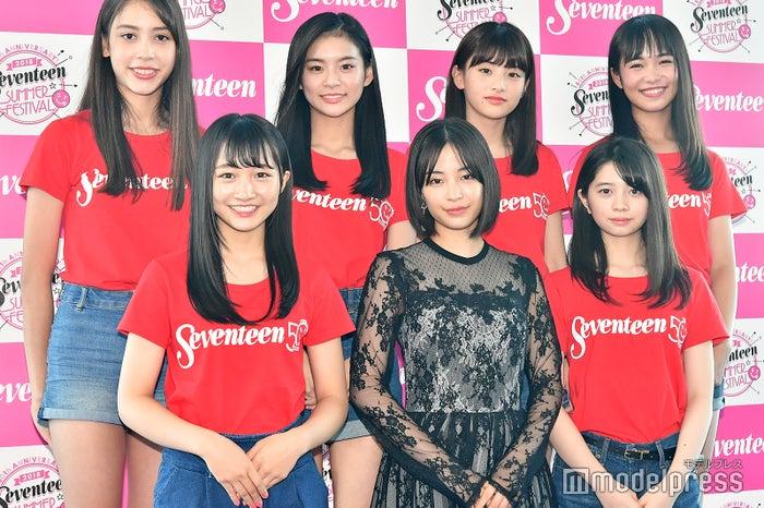 前列左から:山本彩加、広瀬すず、桜田ひより、後列左から:髙橋アリス、永瀬莉子、出口夏希、大友樹乃(C)モデルプレス