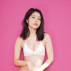 吉田莉桜、セクシー美バスト披露 ギャップで魅せる