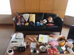 「#長濱ねる50音チャレンジ」のために用意された小道具たち/提供写真