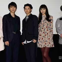 (左から)阿部菜渚美、吉沢亮、千葉雄大、松井愛莉、川野浩司監督