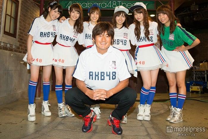 岩本輝雄氏、AKB48(C)AKS