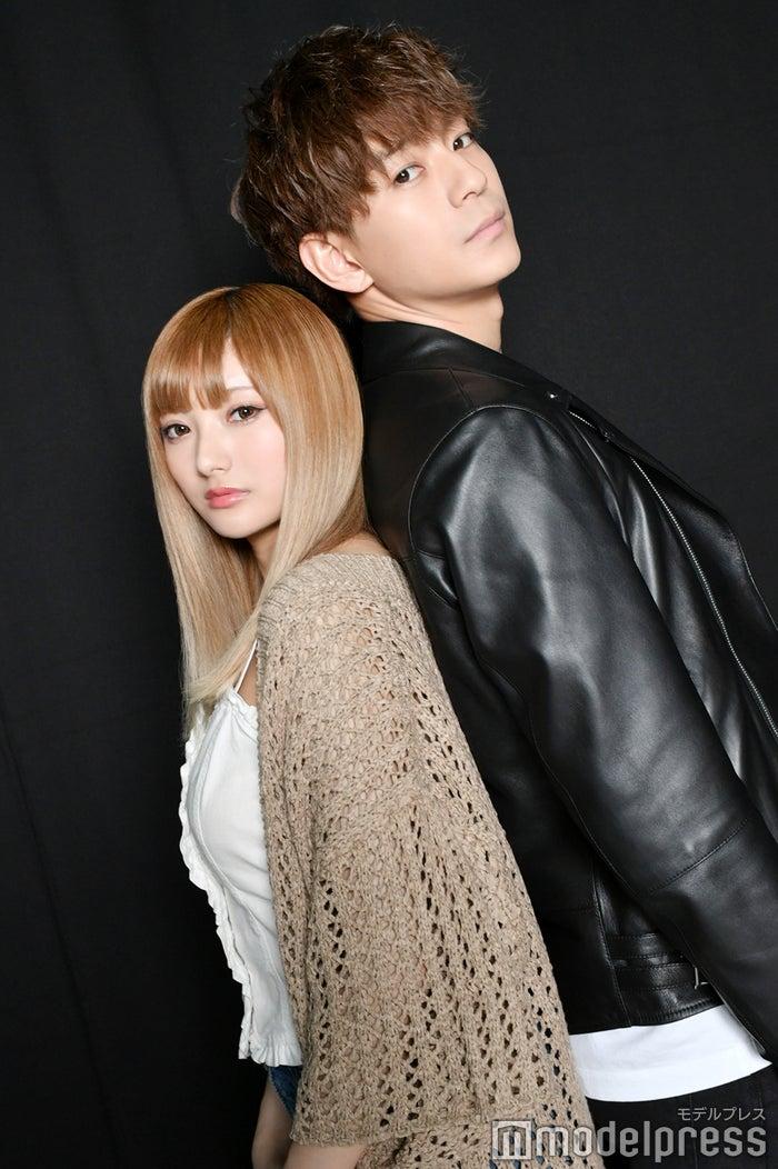 取材に応じた安斉かれん&三浦翔平(C)モデルプレス