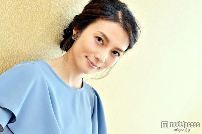 モデルプレスのインタビューに応じた柴咲コウ