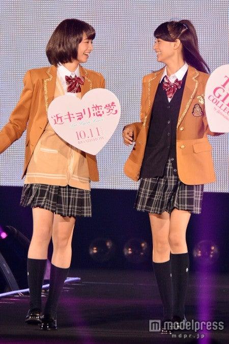 (左から)小松菜奈、山本美月