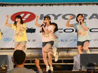 橋本環奈らRev.from DVL、豪雨ライブも笑顔全開 キュートなパフォーマンスに観客熱狂