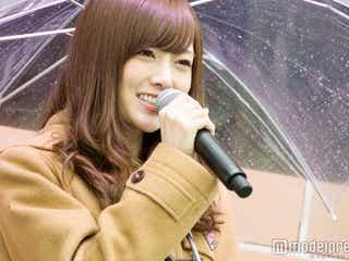 """乃木坂46白石麻衣ら""""大雨""""新宿にサプライズ登場"""
