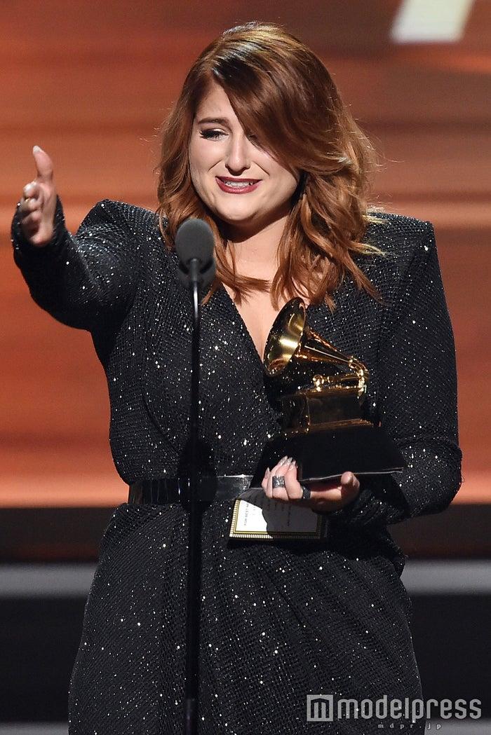「第58回グラミー賞」で「最優秀新人賞」を受賞したメーガン・トレイナー/photo:Getty Images