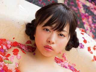元乃木坂46伊藤寧々、フラワーバスで入浴&水着でヘルシー美ボディ披露
