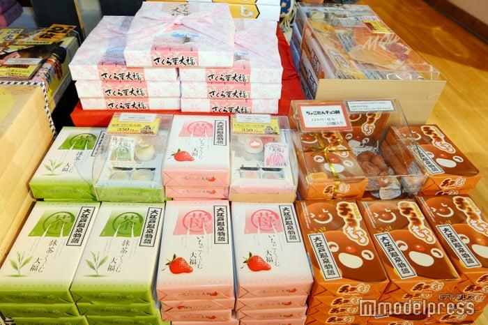 いちごくりーむ大福、抹茶くりーむ大福 各350円、ちょこたんチョコ餅220円(C)モデルプレス
